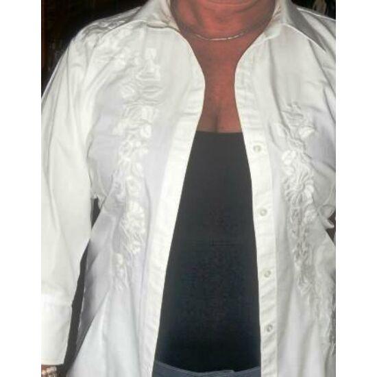 Fehérre hímzett női ing