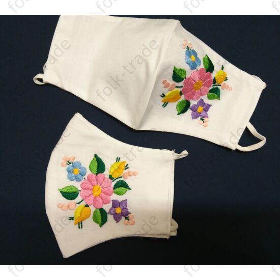 Kézzel hímzett maszk-fehér őszirózsás