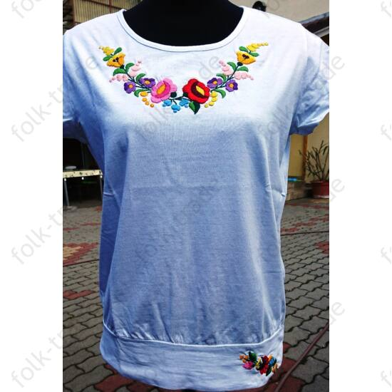 Lezser fazonú fehér női póló