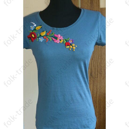 Farmerkék póló színes kalocsai virágokkal