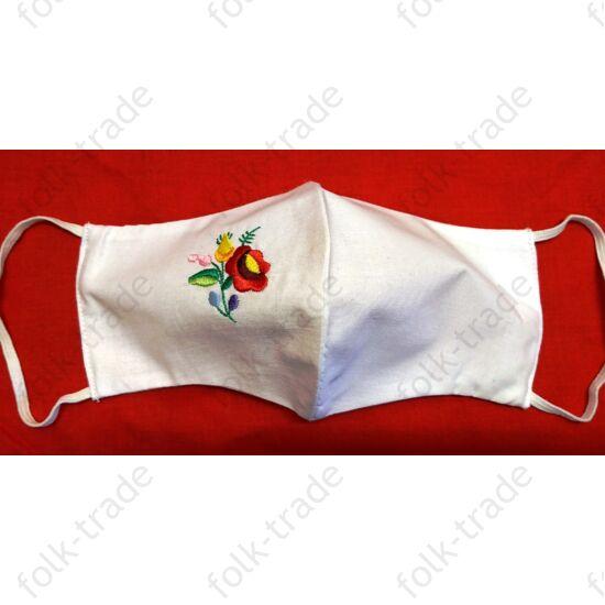 Hímzett maszk /fehér kisvirágos
