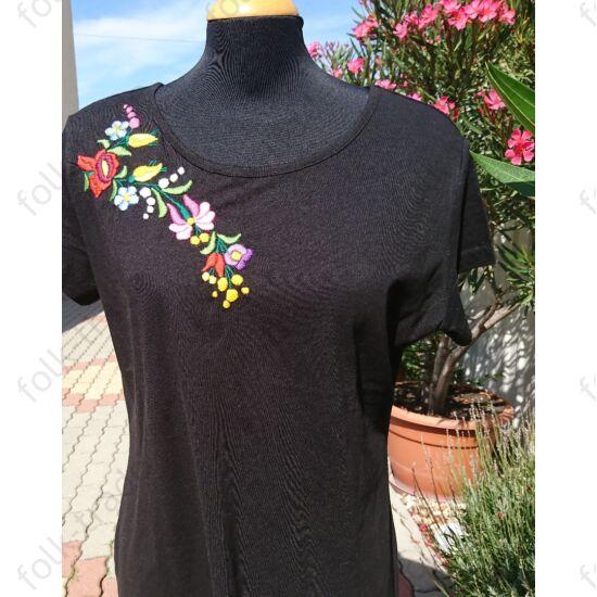 Fekete kerek nyakú női póló