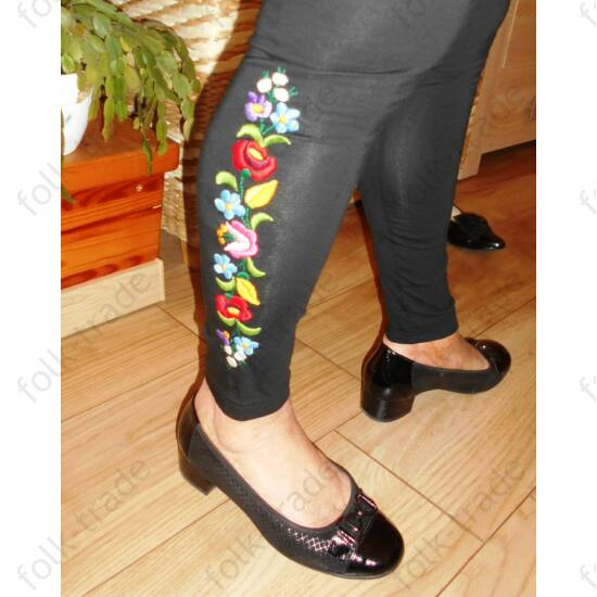 Fekete leggings  színes kalocsai mintával