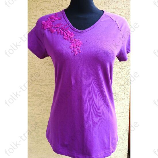 Lila hímzett női póló