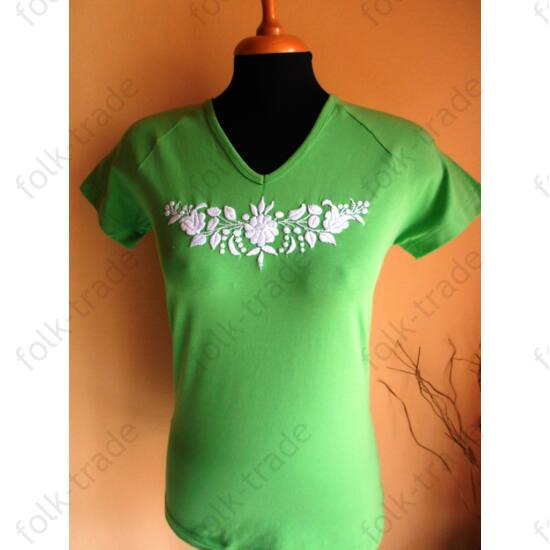 Zöld hímzett póló