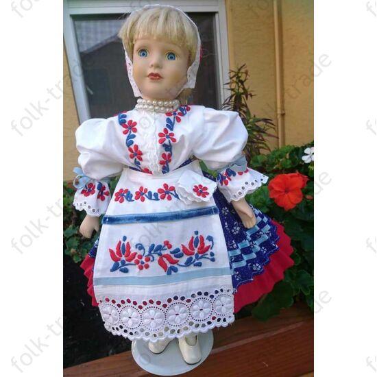 45 cm-es porcelán baba ó-kalocsai ruhában
