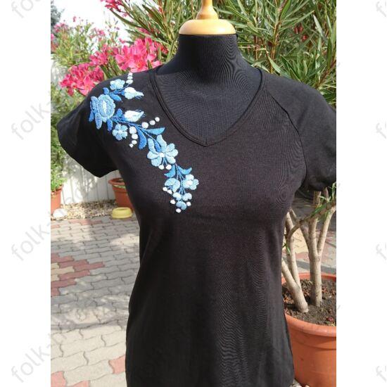 V nyakú  fekete női póló