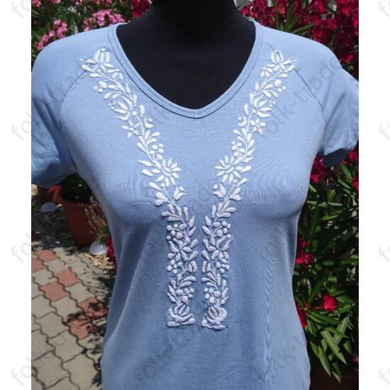 Kék női póló ó-kalocsai mintával