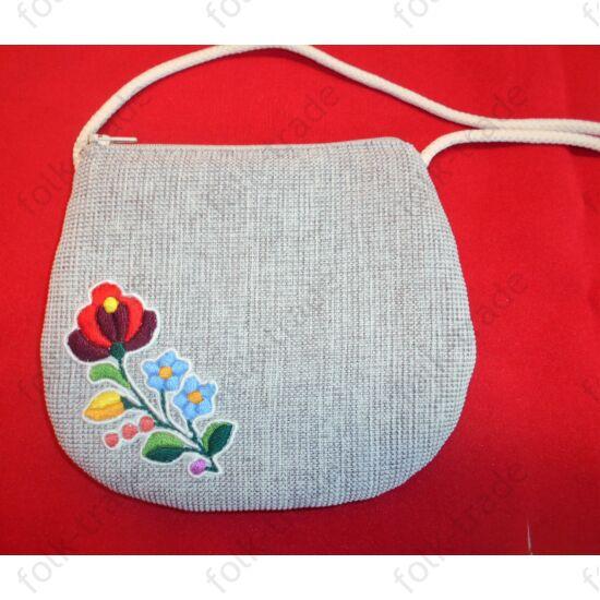 Hímzett kis táska