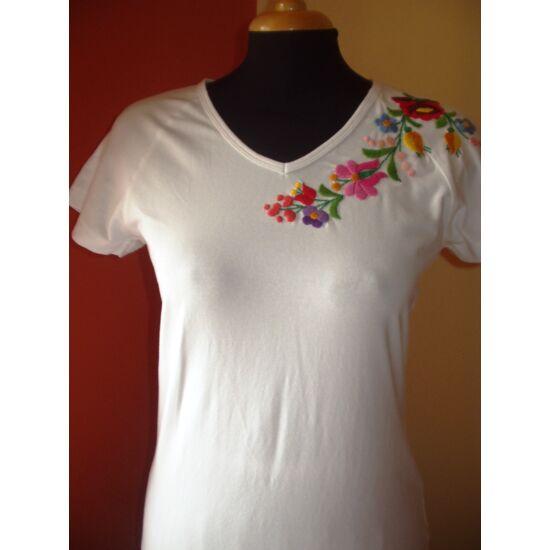 rövid ujjú hímzett póló fehér