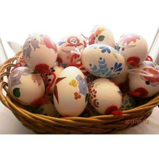 Festett kacsatojás..műanyag tojástaróban