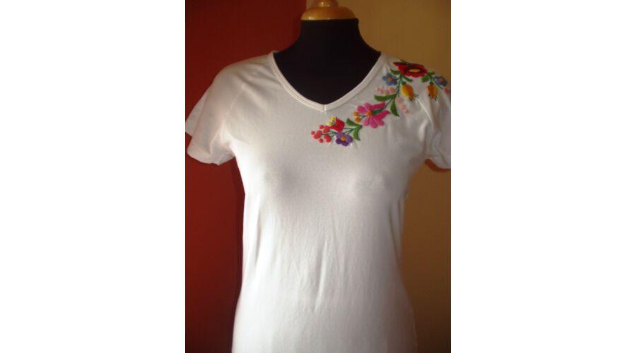 e831784da9 Rövid ujjú hímzett póló fehér - Hímzett női pólók